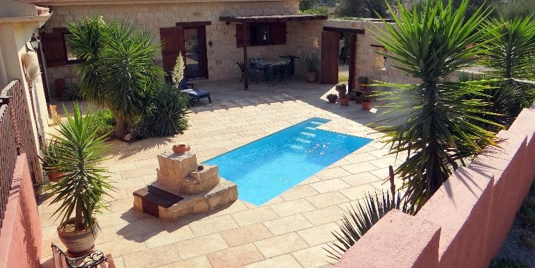 Bungalow-pool-courtyard2