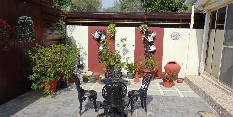 Bungalow-back patio