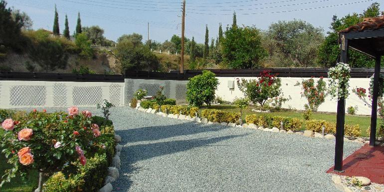 Bungalow-garden1