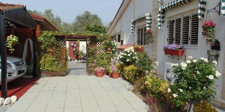 Bungalow-garden2