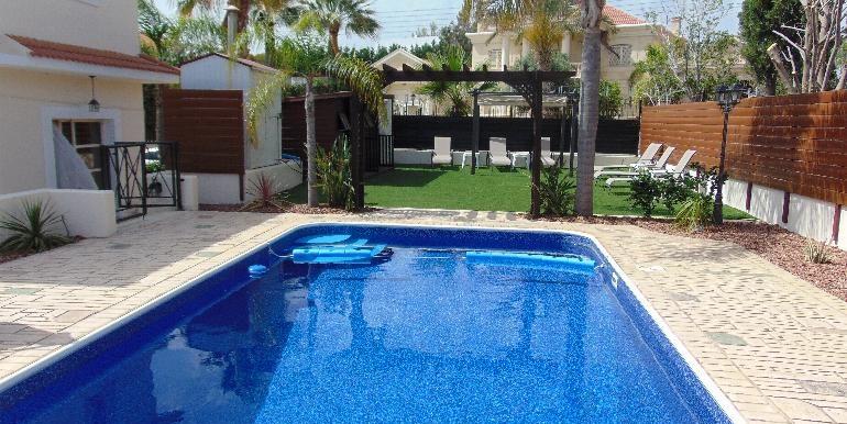 Villa - pool and ent