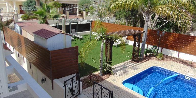 Villa - pool and ent2