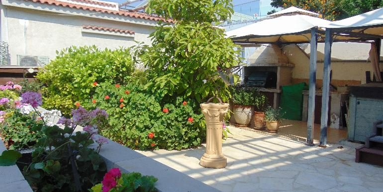 House - bbq patio2