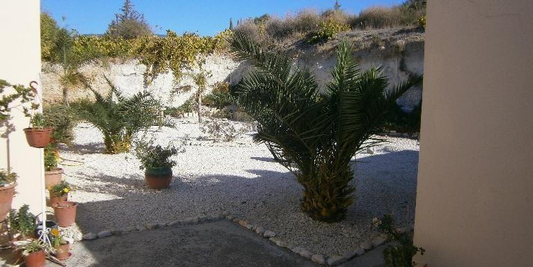 lania-garden-rear