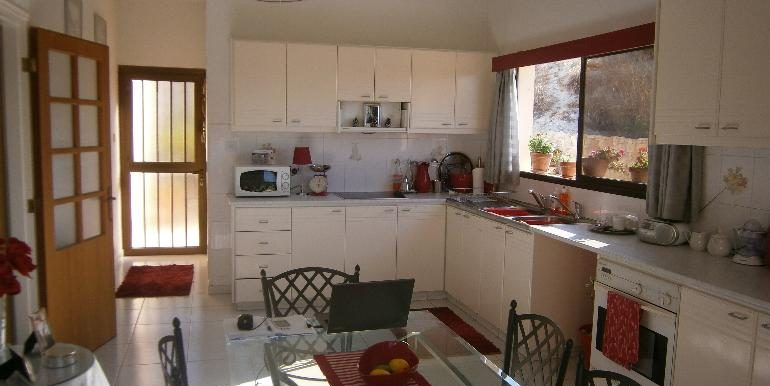 lania-kitchen2