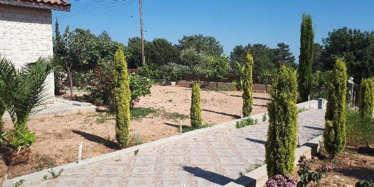 souni front garden2