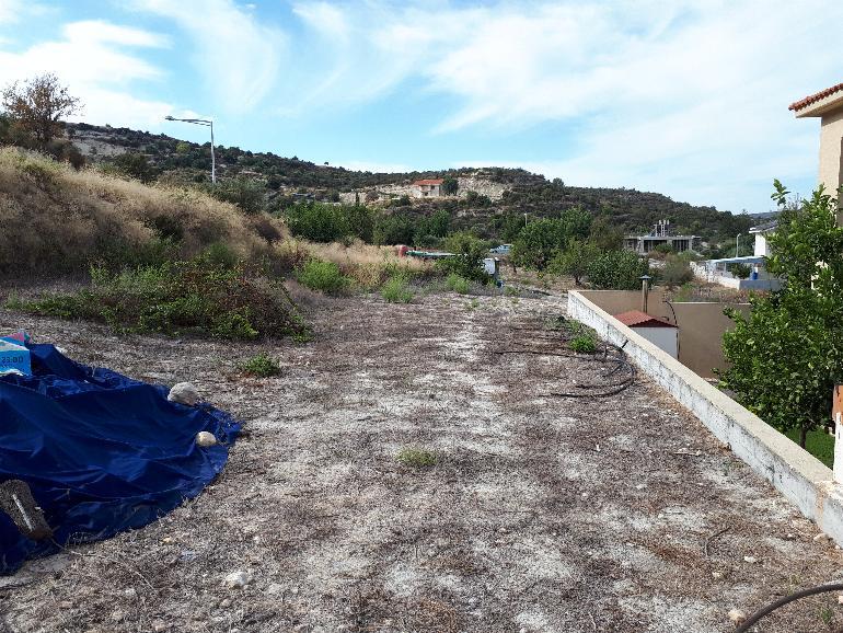 1136 – Residential plot in Paramytha