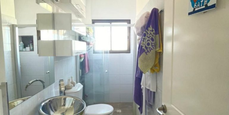 Apartment bathroom2
