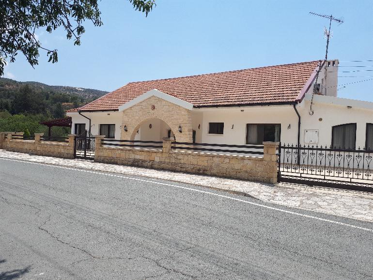 1180 – Bungalow in Lania