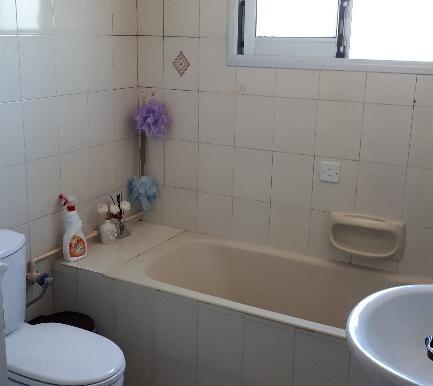 apartmen bathroom